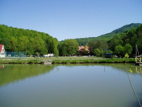 Озеро на курорте Шаян